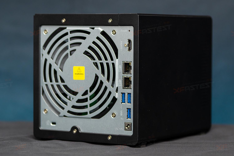 機背設有 12cm 靜音風扇、兩個Gigabit LAN,三個USB3.2 Gen 1 及一個HDMI 2.0